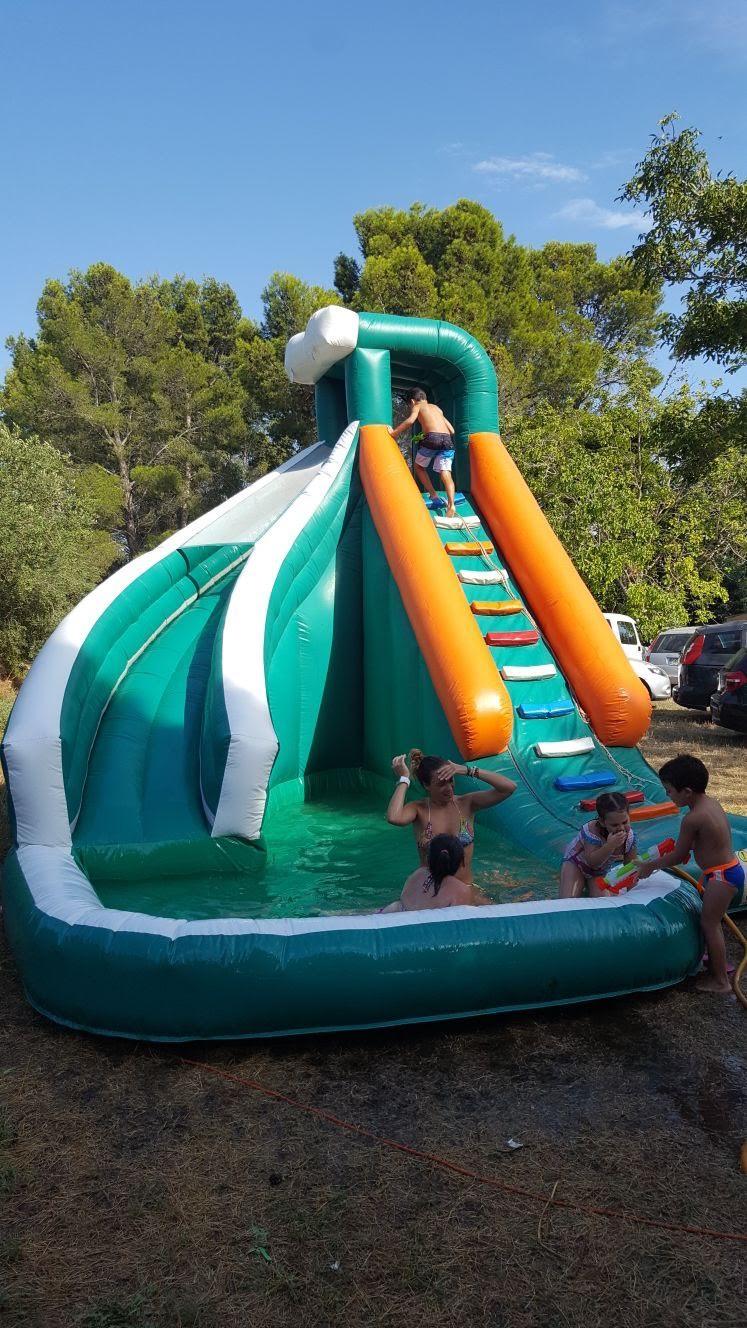tobogan agua verano familia piscina diversion